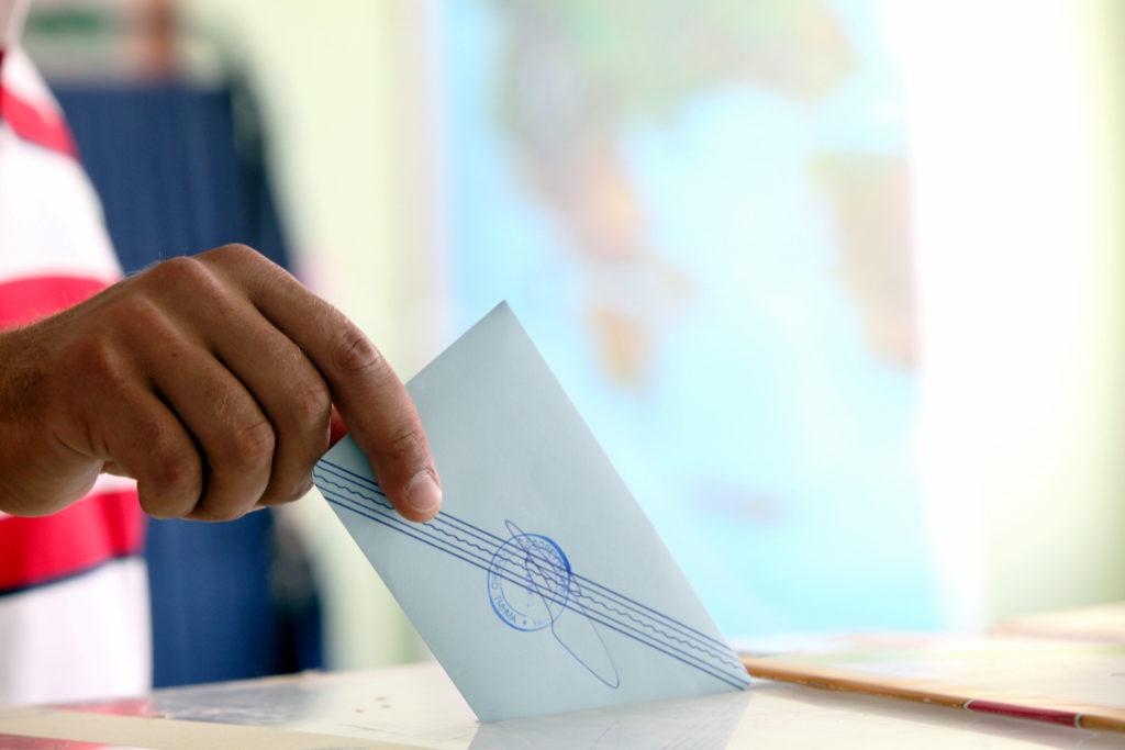 Άνοιξαν οι κάλπες στην Ελλάδα – Όλα όσα πρέπει να ξέρετε για τις σημερινές τετραπλές εκλογές