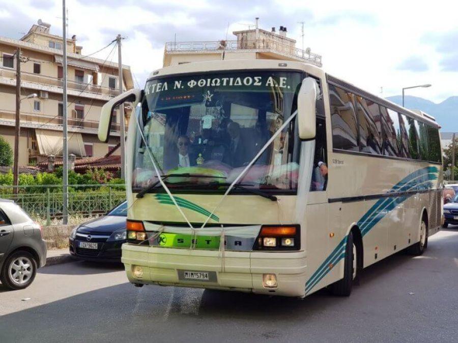 Ο γαμπρός πήγε στην εκκλησία με συνοδεία… 14 λεωφορείων του ΚΤΕΛ (Video)