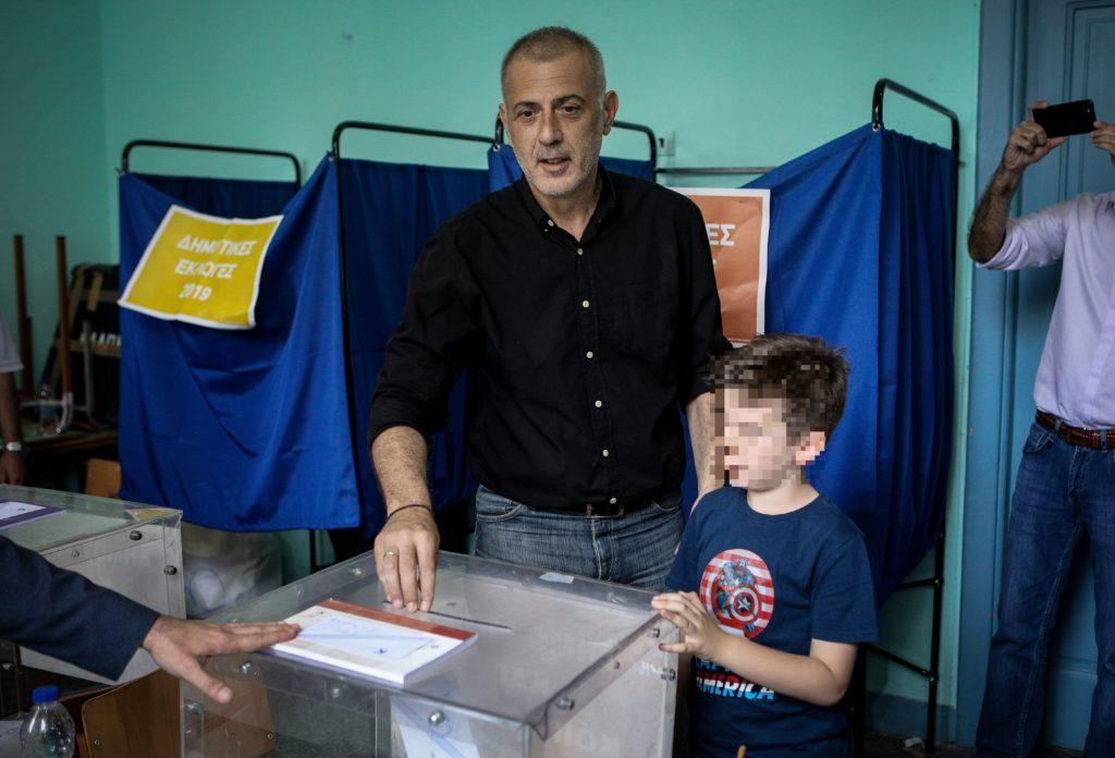 Στο 10ο Γυμνάσιο Πειραιά ψήφισε ο Μώραλης (Photos)
