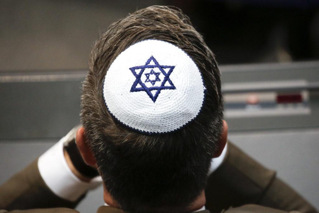 Καλούν τους εβραίους της Γερμανίας να μην κυκλοφορούν στους δρόμους φορώντας το κιπά!