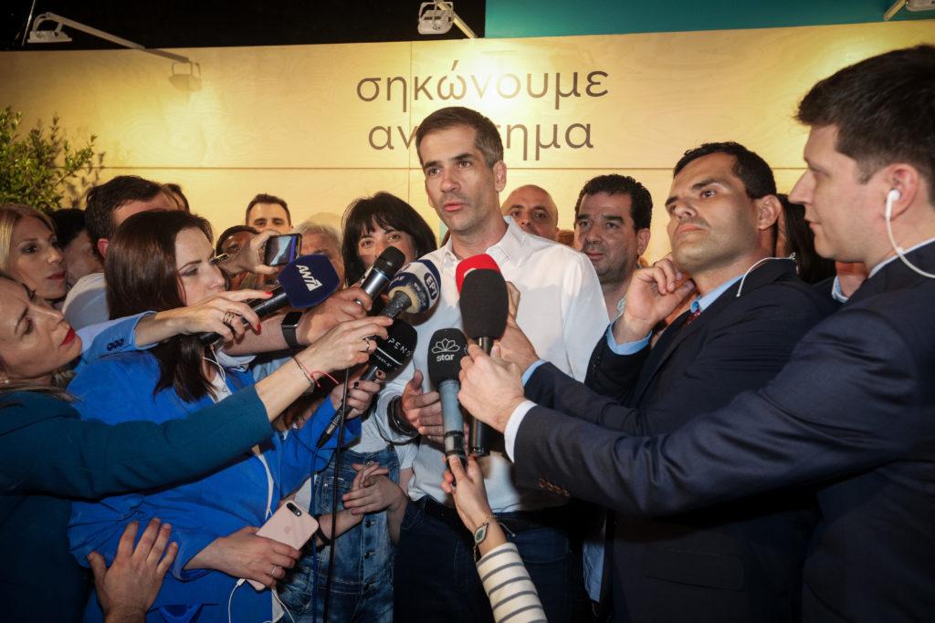 Αντιεξουσιαστές κατά Μπακογιάννη στα Πετράλωνα