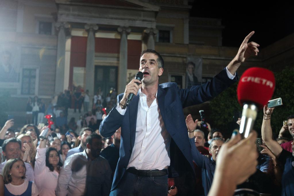 Ευρεία νίκη του Κώστα Μπακογιάννη στον δήμο Αθηναίων