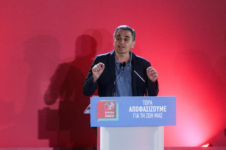 Τσακαλώτος: Πολύ σημαντική υπόθεση η φορολογική πολιτική, για να την αφήσουμε στη ΝΔ