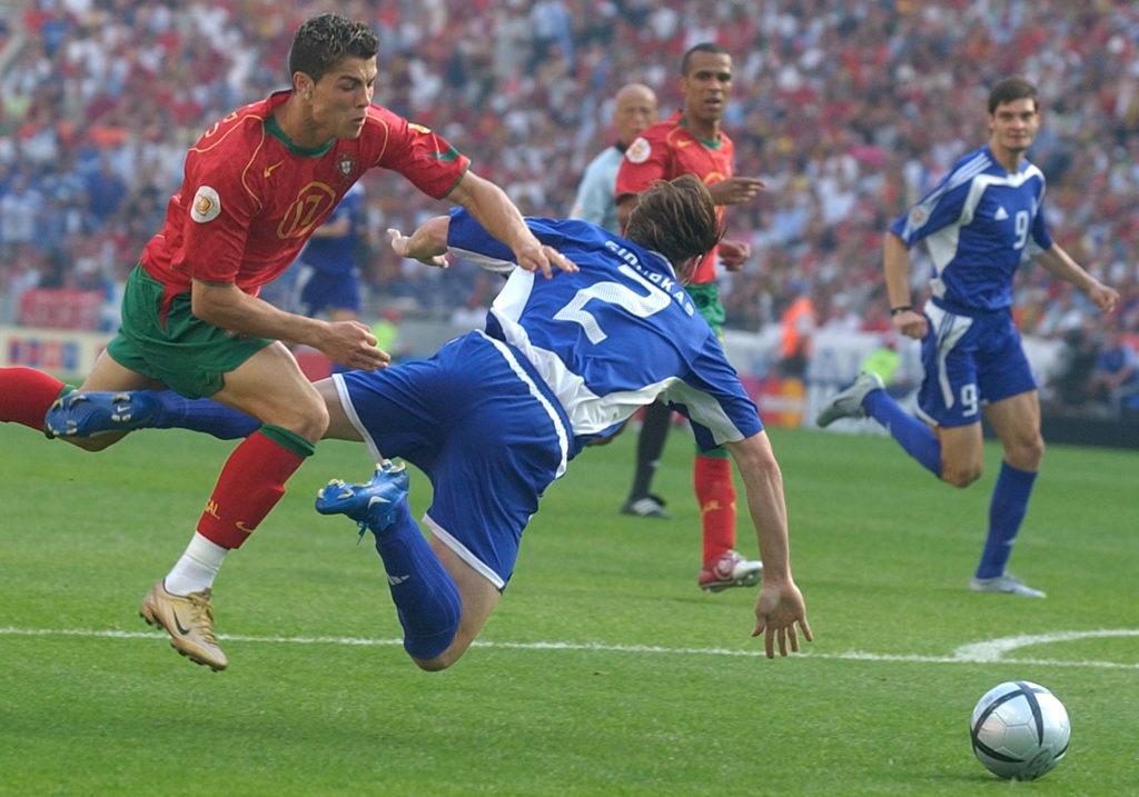 Σαν σήμερα: Ο Ρονάλντο, το πρώτο γκολ με εθνική και η Ελλάδα (Video)