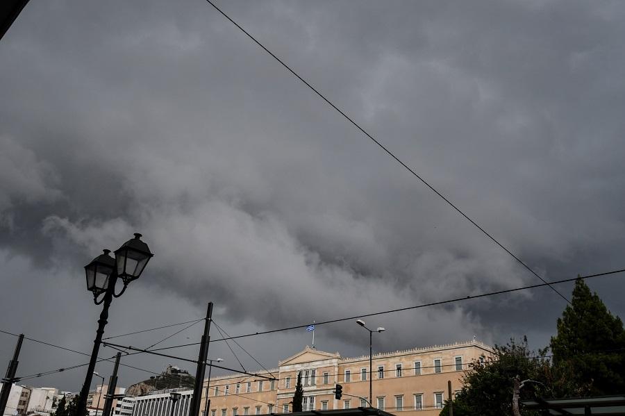Αττική: Μέσα σε μία ώρα έπεσαν 680 κεραυνοί και 60 χιλιοστά βροχής!
