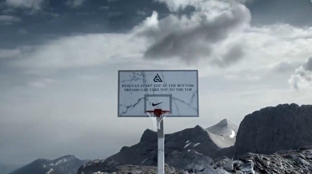 Μια μπασκέτα στην κορυφή του Ολύμπου για τον Γιάννη Αντετοκούνμπο (Video)