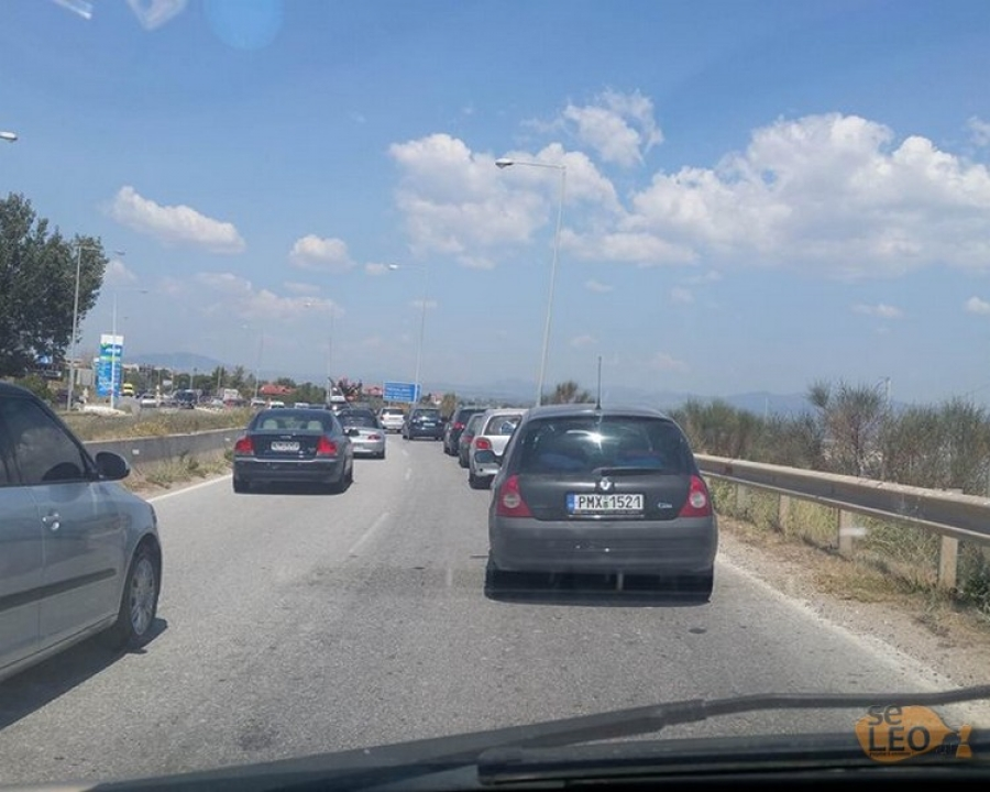 Θεσσαλονίκη: «Ψηφίζουν» Χαλκιδική και αναστενάζουν στις ουρές