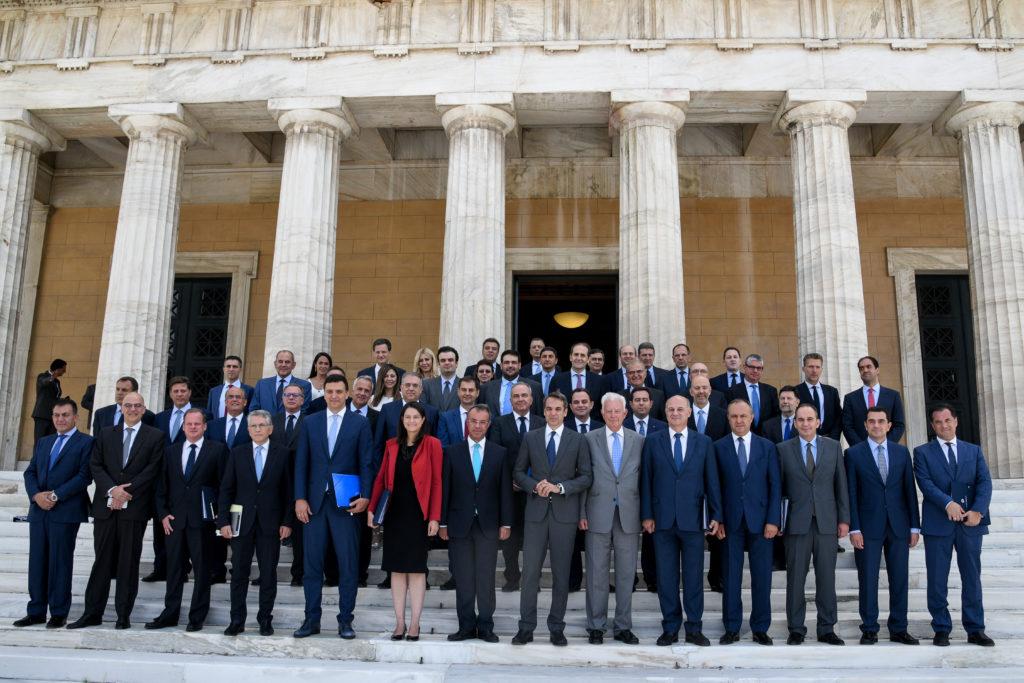 Κυβέρνηση …γυναικοδιώκτης – Διαχρονικά τα ποσοστά των γυναικών στις Ελληνικές Κυβερνήσεις (Διάγραμμα)