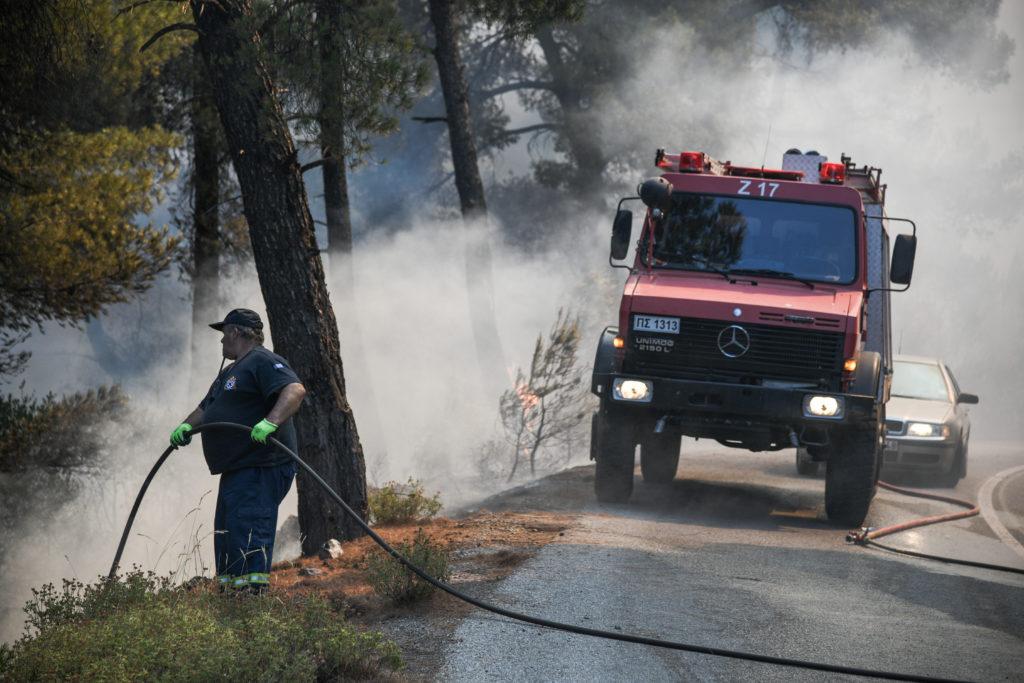 Στον Κορινθιακό κατευθύνεται ανεξέλεγκτη η φωτιά που ξέσπασε στον Πρόδρομο Βοιωτίας – Προληπτικά μέτρα σε παραλίες