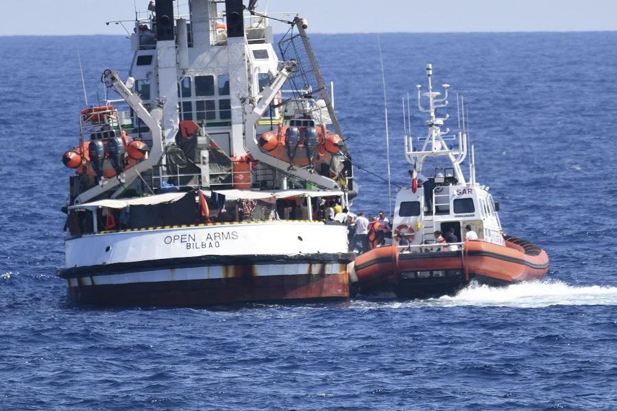 Open Arms: Την άμεση αποβίβαση των μεταναστών διέταξε η ιταλική εισαγγελία