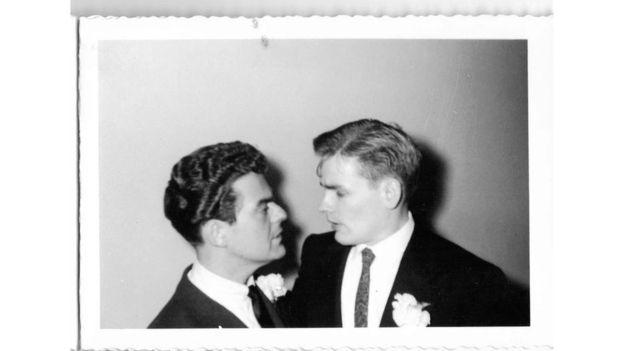 Οι μυστηριώδεις φωτογραφίες ενός γκέι γάμου στην Αμερική του 1957 (Photos)