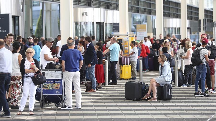 Tο CDC προειδοποιεί τους Αμερικανούς: Μην ταξιδεύετε στην Ελλάδα λόγω αυξημένων κρουσμάτων