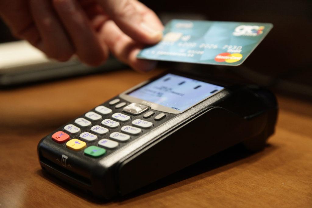 Τι αλλάζει από 14 Σεπτεμβρίου στις ανέπαφες συναλλαγές με κάρτες