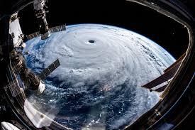 Τυφώνας με ταχύτητα 150χλμ/ώρα από τον Ατλαντικό απειλεί το νοτιότερο άκρο της Ευρώπης (Video)