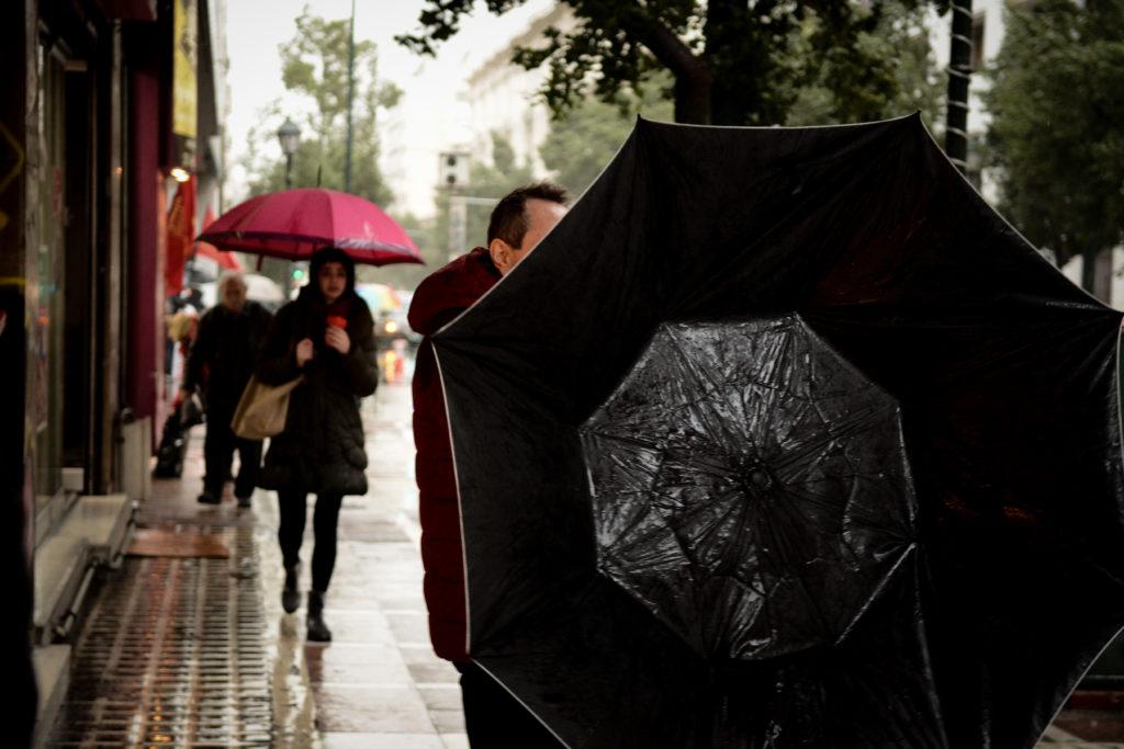 Ηλιοφάνεια και 30άρια στην Αττική, βροχές και καταιγίδες στα κεντρικά και νότια