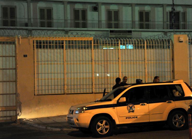 Όπλα και ναρκωτικά βρέθηκαν σε κρατούμενους μετά απο νυχτερινή επιχείρηση της Αστυνομίας στον Κορυδαλλό