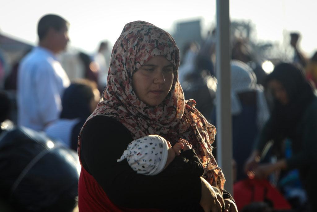 Θεσσαλονίκη: 700 πρόσφυγες έφτασαν με πλοίο από τη Μυτιλήνη – Θα μεταφερθούν σε δομές της Β. Ελλάδας