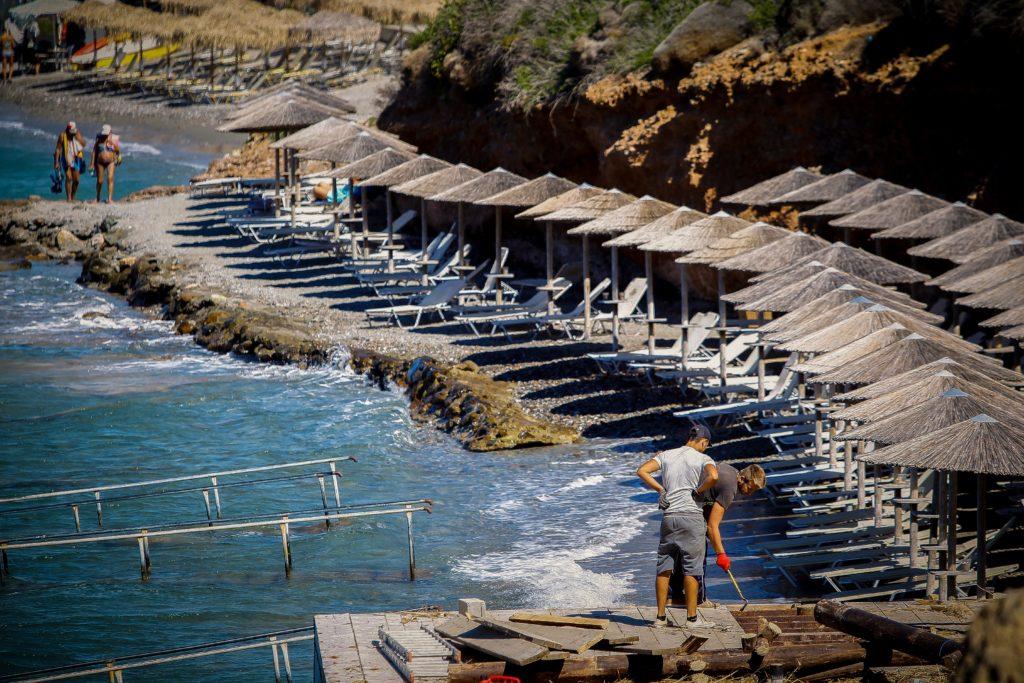 Ο ΣΥΡΙΖΑ αντιδρά στις κυβερνητικές προθέσεις για αλλαγές στον αιγιαλό και τις παραλίες