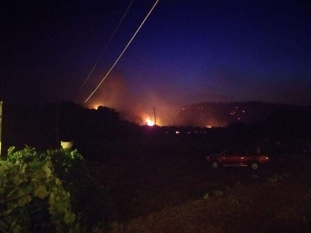 Ολονύχτιο «παιχνίδι με τη φωτιά» στη Ζάκυνθο – Νέες ενισχύσεις της Πυροσβεστικής (Photos+Video)