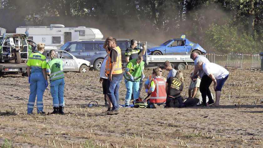 Ολλανδία: Αγωνιστικό αυτοκίνητο παρέσυρε θεατές επειδή οδηγός και συνοδηγός… καβγάδιζαν (Photos)