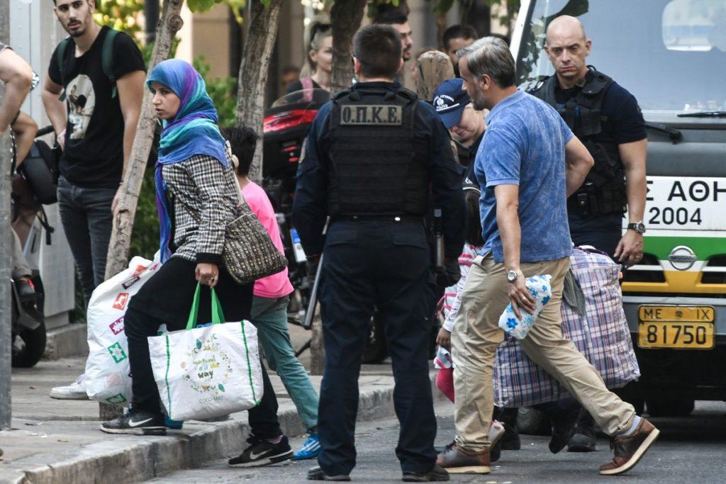 Πού φιλοξενούνται οι 269 άνθρωποι που απομακρύνθηκαν από καταλήψεις στην πλατεία Βάθη