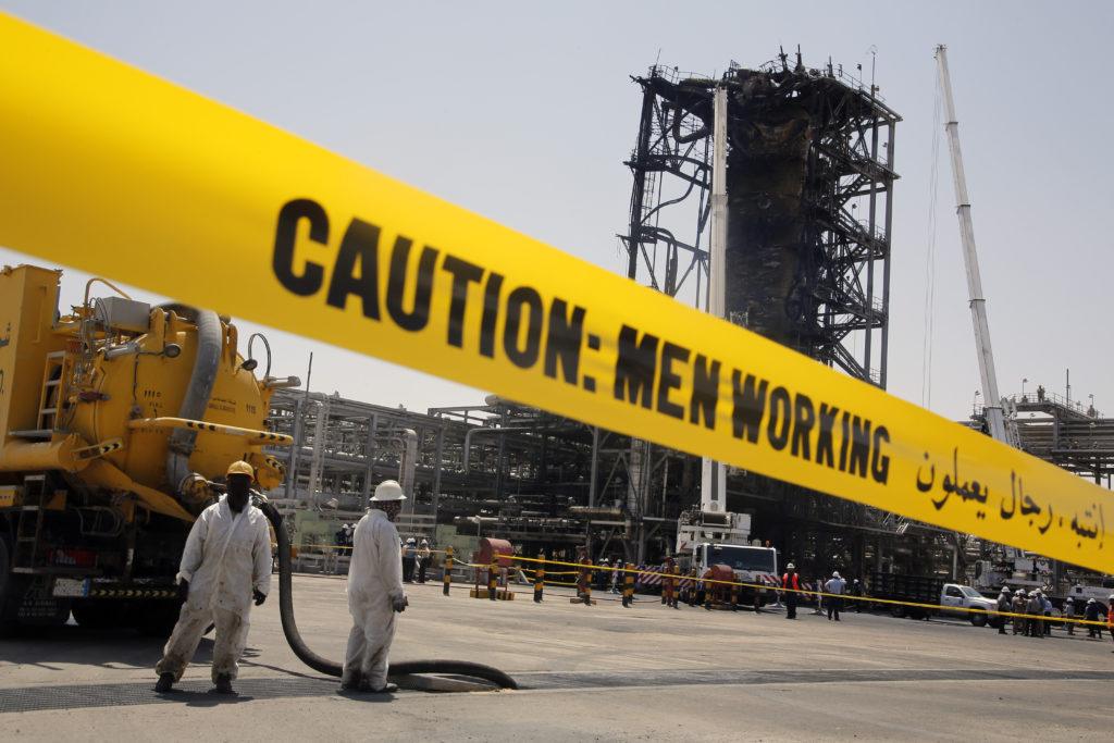 Η Σαουδική Αραβία δημοσιεύει φωτογραφίες με τις κατεστραμμένες από την επίθεση πετρελαϊκές εγκαταστάσεις