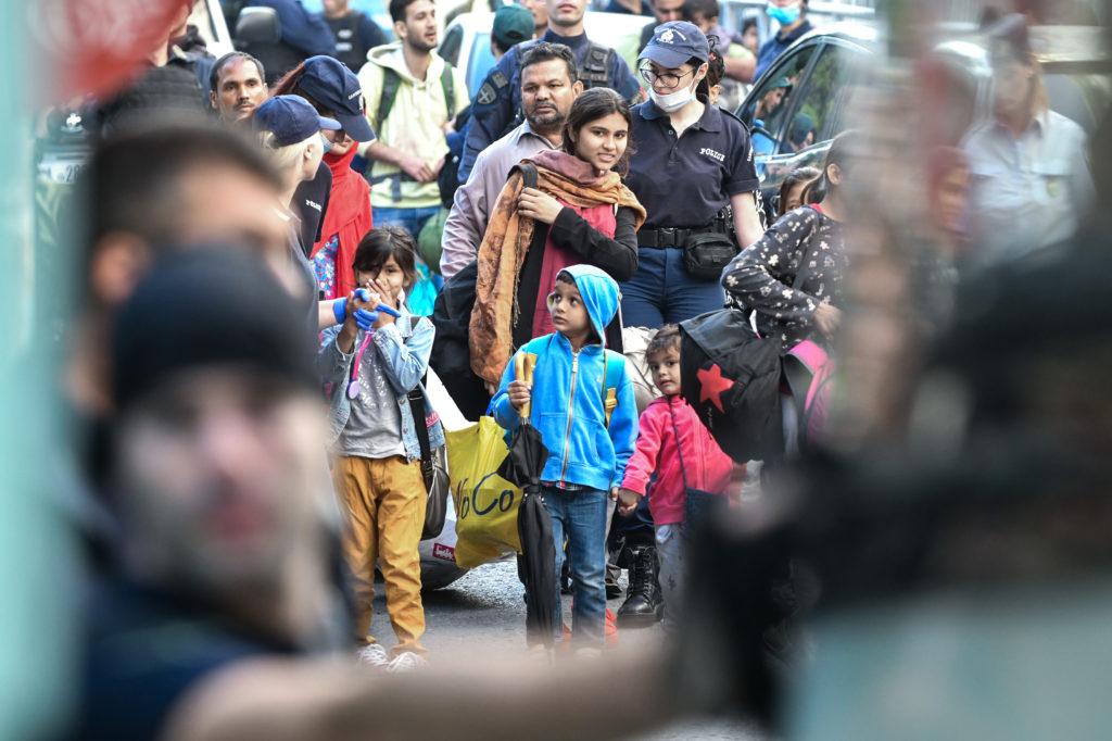 Επιχείρηση εκκένωσης κατάληψης σε σχολείο στην οδό Πρασσά (Photos)