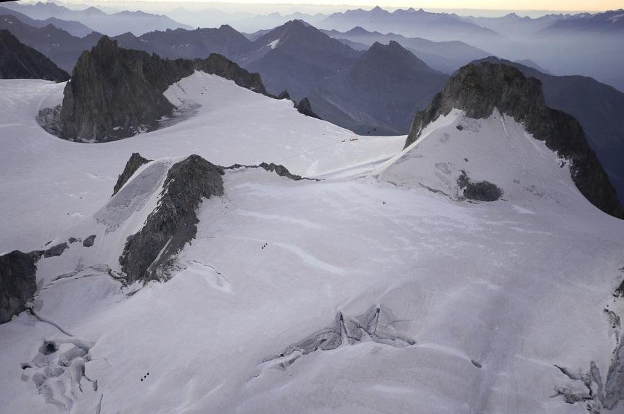 Καταρρέει παγετώνας στις Άλπεις – Εκκενώνονται χωριά