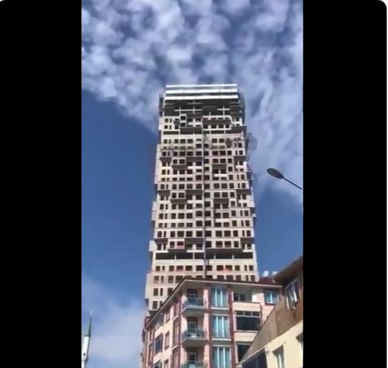 Συγκλονιστικό βίντεο από τον σεισμό στην Κωνσταντινούπολη – Κουνιέται πολυόροφο κτίριο