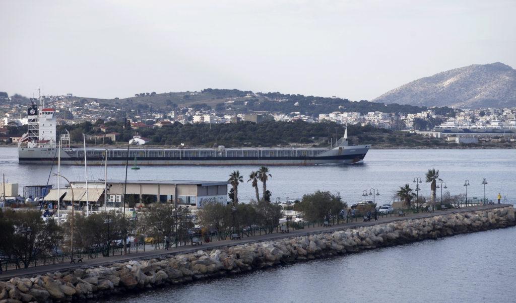 Σύγκρουση πλοίων στο Πέραμα με έναν τραυματία