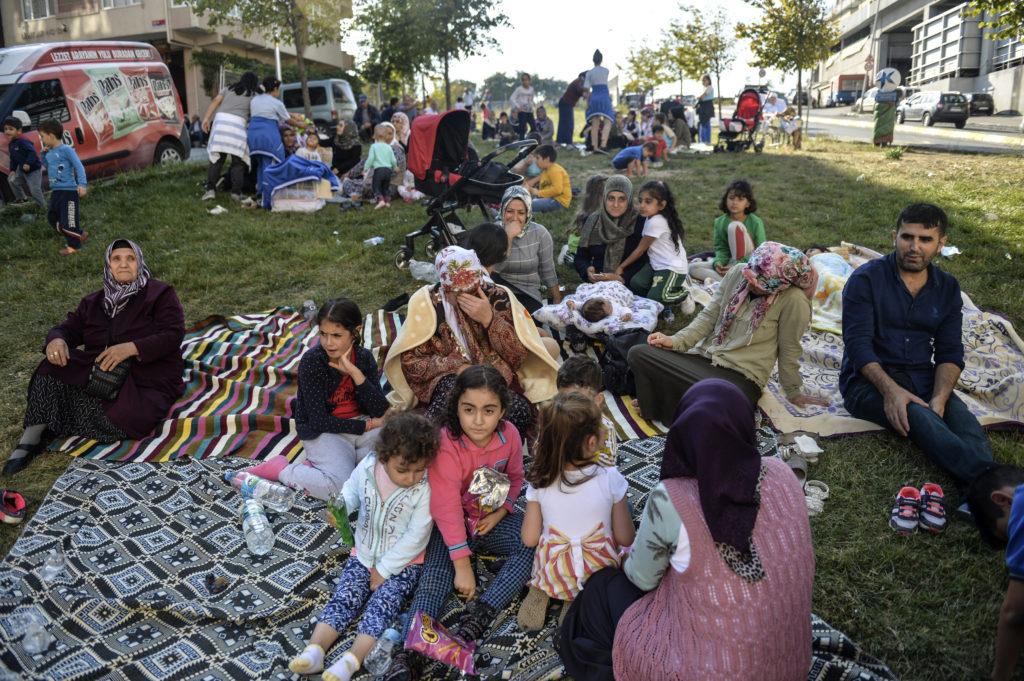 Οκτώ άνθρωποι τραυματίσθηκαν από τον ισχυρό σεισμό στην Κωνσταντινούπολη – Μερικές υλικές ζημιές (Photos – Video)