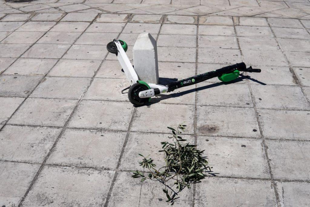 Χίος: Διασωληνωμένος 23χρονος μετά από τροχαίο με ηλεκτροκίνητο πατίνι – Τον εγκατέλειψε ο οδηγός του ΙΧ