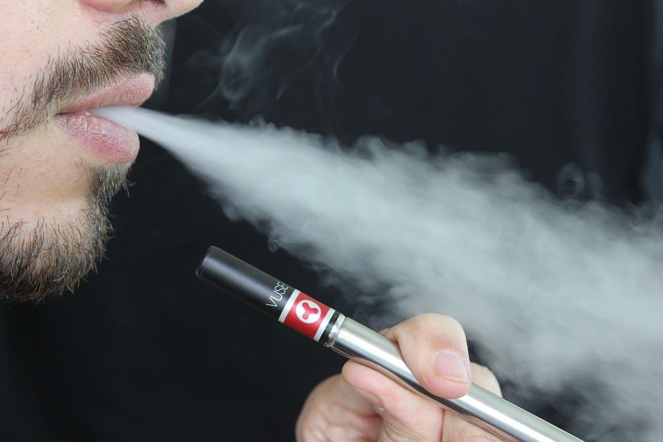 ΗΠΑ: 12 θάνατοι από ηλεκτρονικό τσιγάρο