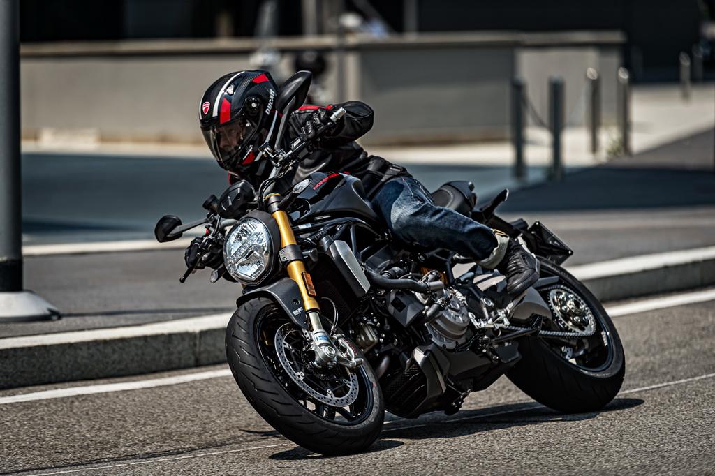 Η Ducati παρουσιάζει τη Monster 1200 S «Black on Black»