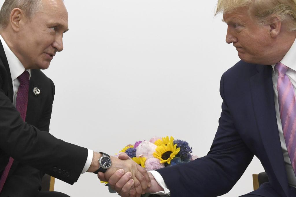 Το Κρεμλίνο ελπίζει να μην δοθούν στη δημοσιότητα τηλεφωνικές συνομιλίες μεταξύ Πούτιν και Τραμπ