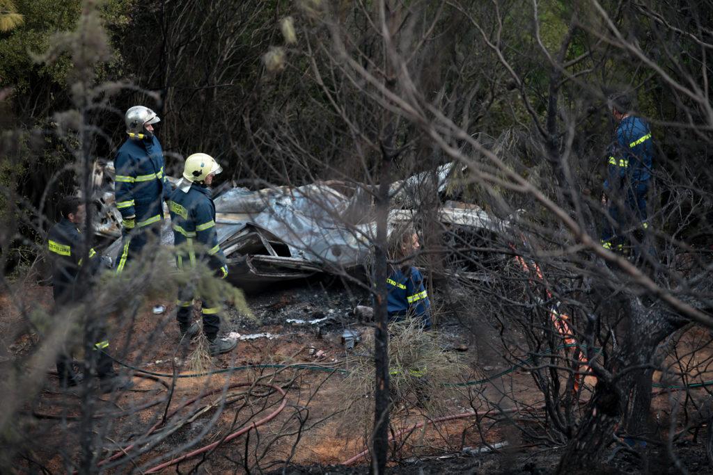 Από τροχαίο προκλήθηκε η φωτιά στο Κρυονέρι – Στον οδηγό του οχήματος ανήκει η απανθρακωμένη σορός (Photos)