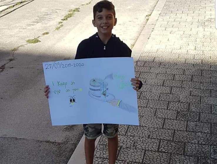 Στα βήματα της Γκρέτα – 12χρονος Ιταλός διαδήλωσε μόνος του στους δρόμους της μικρής πόλης του
