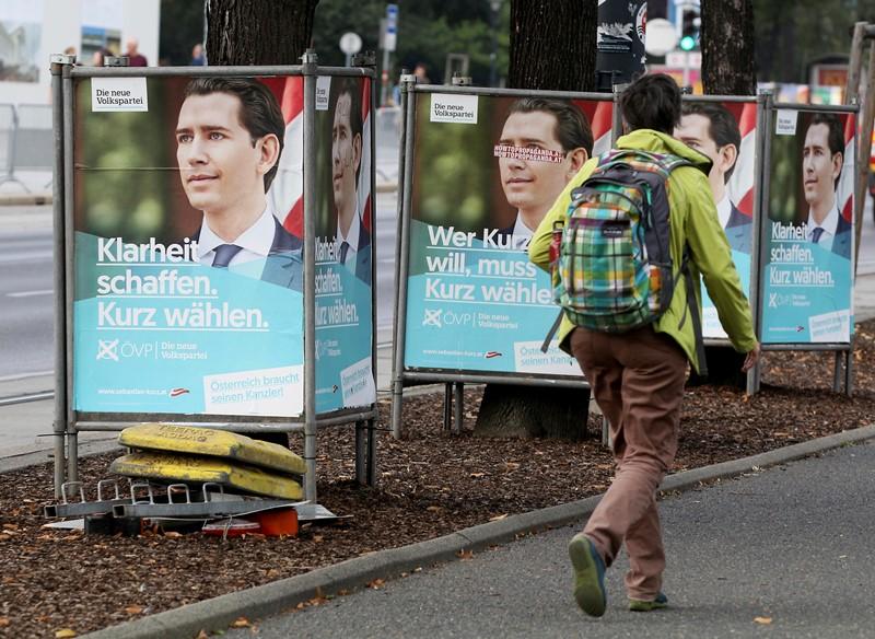 Στις κάλπες οι Αυστριακοί για τις πρόωρες βουλευτικές εκλογές