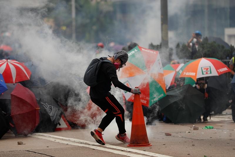 Χονγκ Κονγκ: Δεκάδες συλλήψεις διαδηλωτών από αστυνομικές δυνάμεις