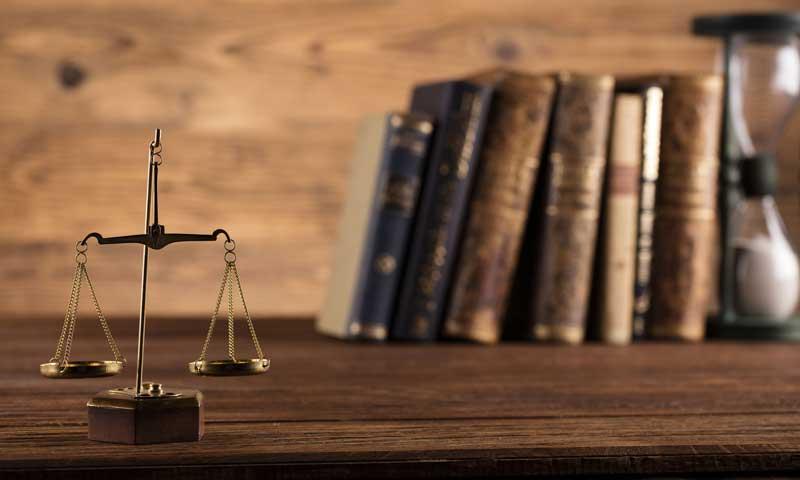 Γνωστός εργατολόγος απέλυσε έμμισθο δικηγόρο του επειδή απέργησε στις 24/9