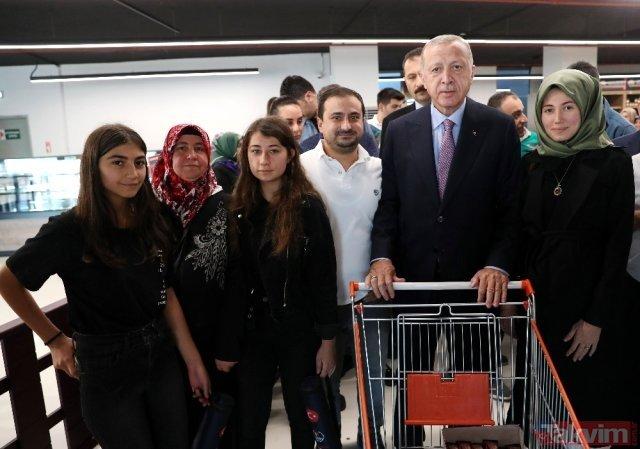 O Ερντογάν παρέδωσε μια κορβέτα και μετά πετάχτηκε για… ψώνια σε σουπερμάρκετ (Photos)