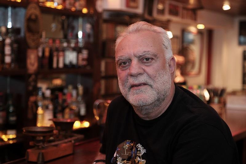 Ο Μπάτμαν τις νύχτες πίνει Glenfiddich με δάκρυ