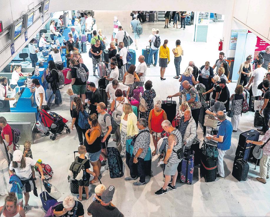 Σε γκρίζα ζώνη η ελληνική τουριστική βιομηχανία