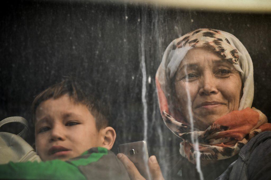 ΟΝΝΕΔ Πεντέλης, όπως Χρυσή Αυγή: Άλλα τα προσφυγόπουλα, άλλα «τα δικά μας 15χρονα»!