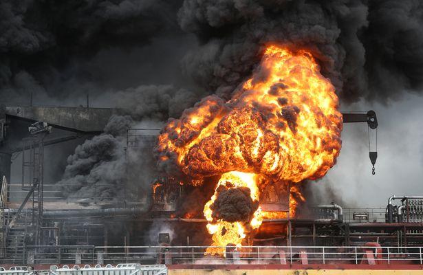 Nότια Κορέα: Κόλαση φωτιάς σε δύο τάνκερ με 18 τραυματίες (Photos+Video)