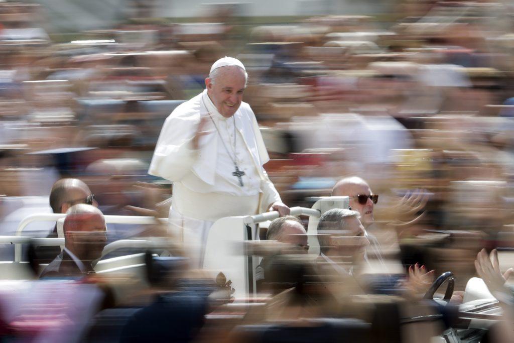Ξέσπασμα Πάπα – Επιτίμησε κράτη που παράγουν όπλα  αλλά δεν δέχονται πρόσφυγες-θύματα των πολέμων