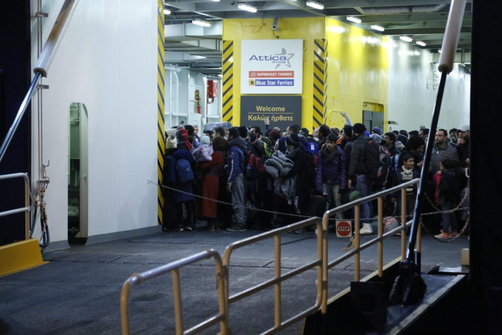 215 μετανάστες έφτασαν στον Πειραιά – Θα προωθηθούν σε Ιωάννινα, Πελοπόννησο και Σχιστό