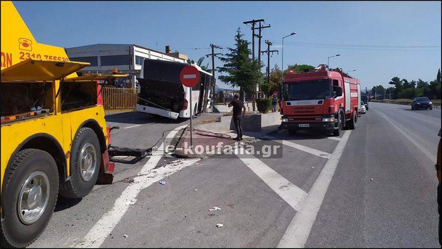 Θεσσαλονίκη: Τροχαίο με λεωφορείο του ΚΤΕΛ – Δώδεκα τραυματίες (Photos- Video)