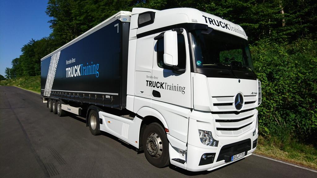 Μεγαλύτερη ασφάλεια για τα επαγγελματικά οχήματα της Mercedes