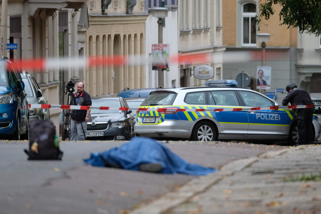 Γερμανία: Δύο νεκροί μετά από πυροβολισμούς μπροστά από συναγωγή (Photos)